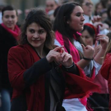 Contro la violenza sulle donne il 14 febbraio si balla e canta vestiti di rosso, bianco e rosa